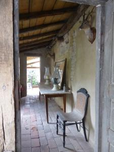 Maison Tupinier: the walkway
