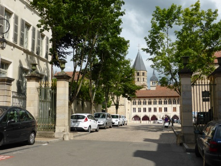 Cluny: through the market square