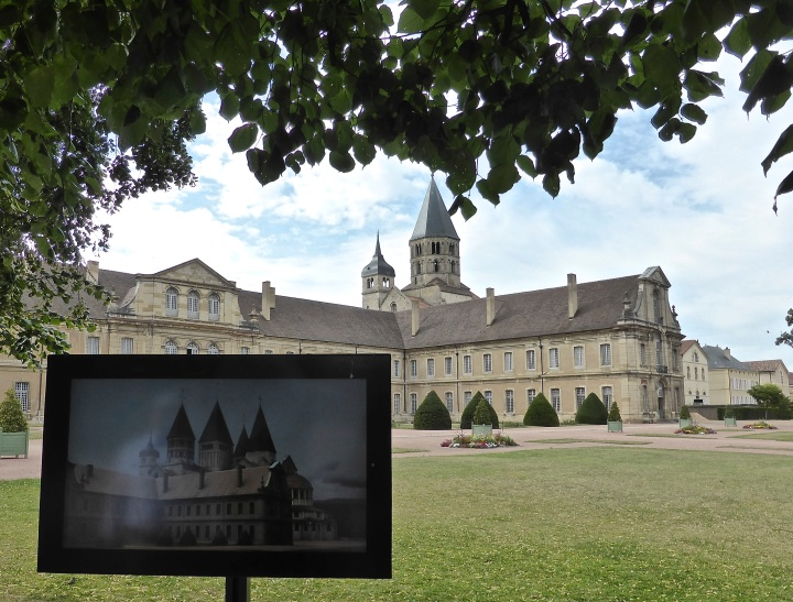 Then and now: augmented reality points recreate the old monastery
