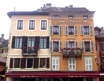 Annecy, houses over river Thiou