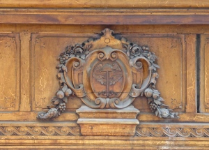 Annecy, wood carvings above passage