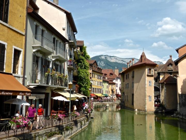 Annecy: river Thiou, with Palais de l'Ile