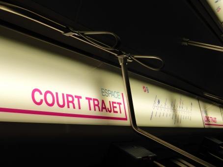 Lausanne underground: special section in carriages for short / long trips