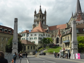 Lausanne cathedral: up the hill or over bridges