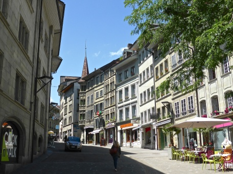 Fribourg: climbing up to the main square