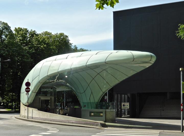 Innsbruck: Zaha Hadid's curvaceous funicular stations