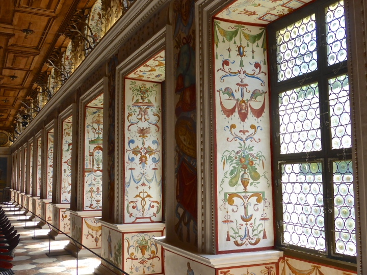 Window display: the renaissance decoration in the Spanish Hall
