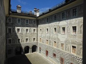 Schloss Ambras, old castle: inner courtyard