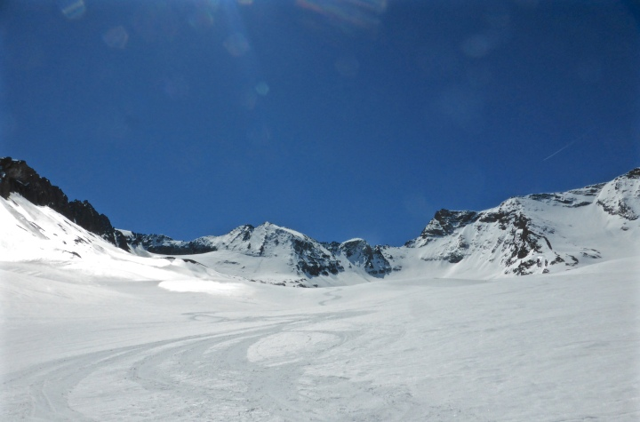 Down the glacier towards Revers du Prariond