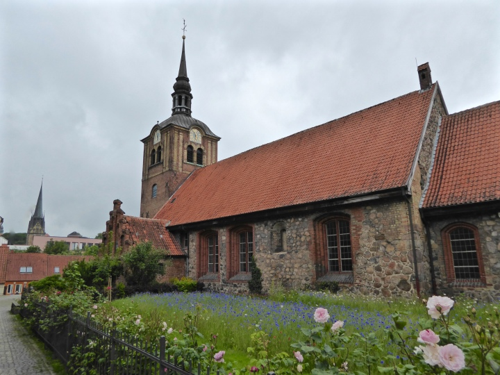 Flensburg: the Johanniskirche under leaden skies
