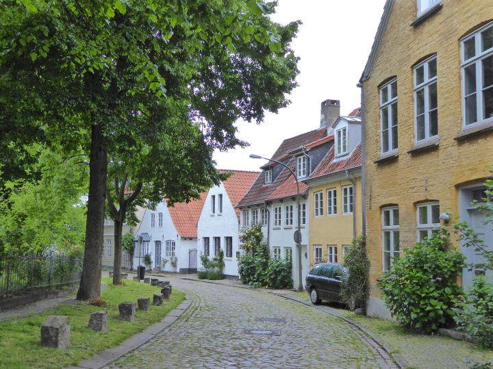 Flensburg: cobbled street behind the Johannis Kirche