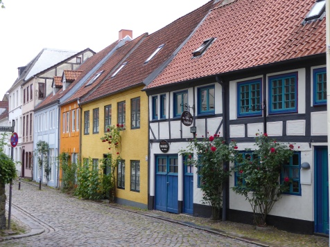 Flensburg: cobbled streets near the Johanniskirche