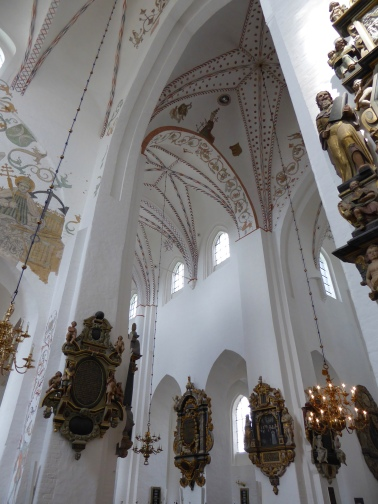 Aarhus cathedral: altars and frescoes