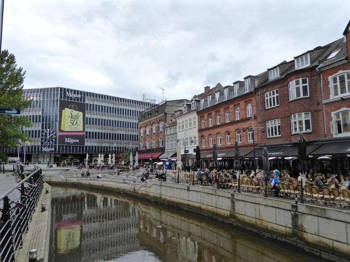 Aarhus: café culture along the canal