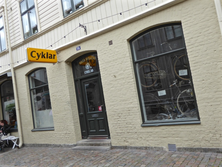 Göteborg: bicycle shop in trendy Haga