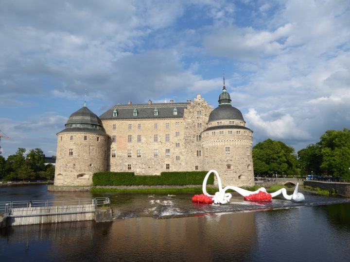 Örebro: the castle with Cheng Dapeng's Ao installation, aka 'deep-sea rising'